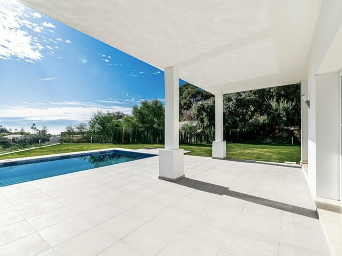 Luxury villa in Elviria